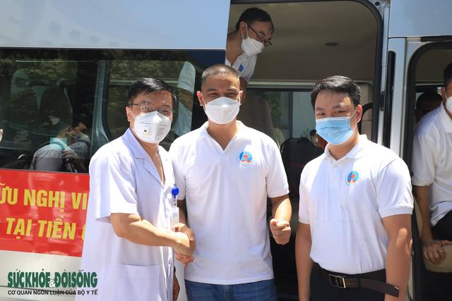 30 thầy thuốc BV Hữu Nghị vào Tiền Giang chống dịch - Ảnh 6.