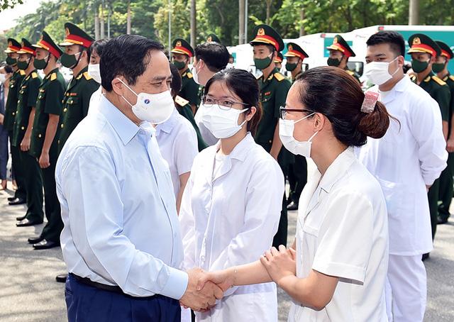 Thủ tướng Phạm Minh Chính gửi thư khen lực lượng tuyến đầu chống dịch COVID-19 - Ảnh 1.