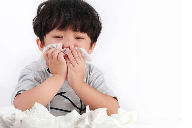 Nên làm gì khi con bị nhiễm khuẩn đường hô hấp? - Ảnh 2.