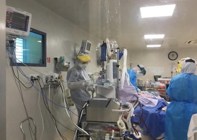 Bộ Y tế: Đánh giá nguy cơ lây nhiễm COVID-19 mỗi ngày cho nhân viên y tế tại khu vực cách ly, điều trị - Ảnh 1.