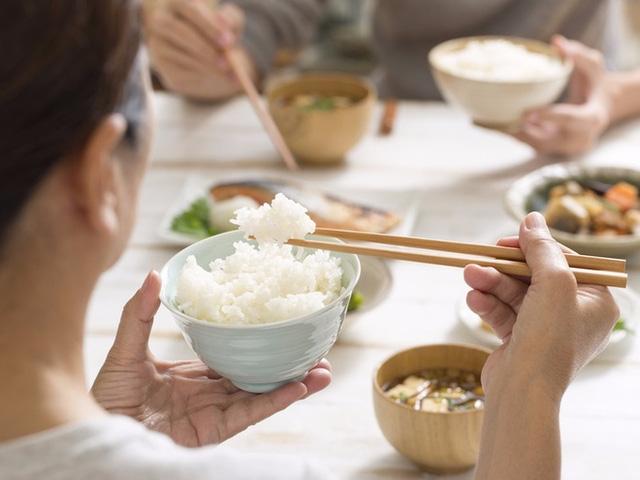 Người cao tuổi đái tháo đường nên ăn gì và hạn chế ăn gì? - Ảnh 1.