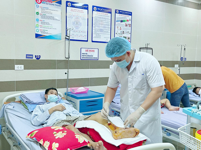 Bệnh nhân gãy xương biến chứng nặng do tái khám muộn - Ảnh 2.