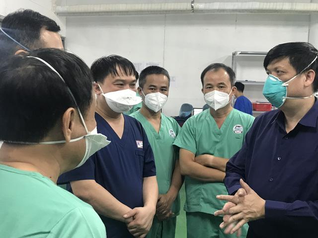 Bộ Y tế: Tăng cường các chính sách hỗ trợ lực lượng tuyến đầu tham gia phòng chống dịch COVID-19 - Ảnh 1.