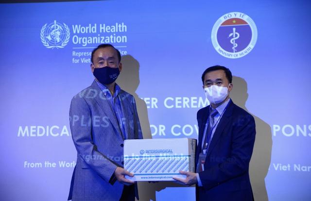 WHO bàn giao lô hàng vật tư y tế cho Bộ Y tế trong khuôn khổ hỗ trợ Chính phủ Việt Nam ứng phó với COVID-19 - Ảnh 2.