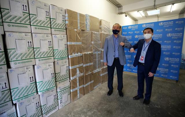 WHO bàn giao lô hàng vật tư y tế cho Bộ Y tế trong khuôn khổ hỗ trợ Chính phủ Việt Nam ứng phó với COVID-19 - Ảnh 4.
