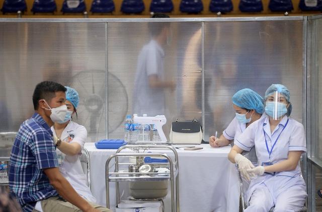 Hà Nội: Trưng dụng Nhà thi đấu Trịnh Hoài Đức thành tiểm tiêm vaccine phòng COVID-19 - Ảnh 10.
