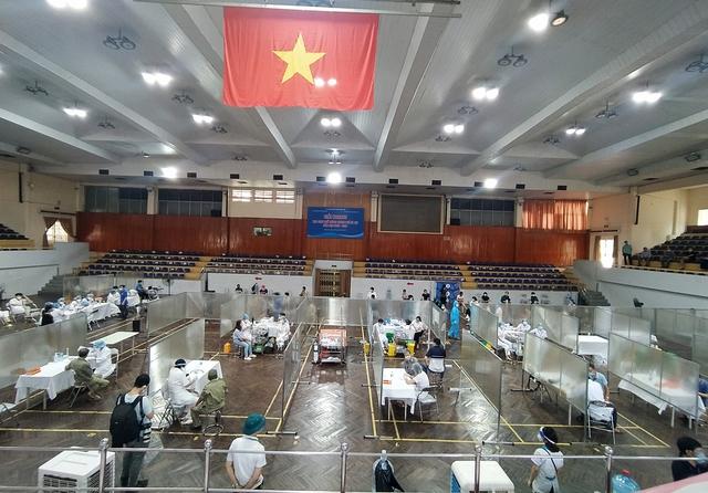 Hà Nội: Trưng dụng Nhà thi đấu Trịnh Hoài Đức thành tiểm tiêm vaccine phòng COVID-19 - Ảnh 14.