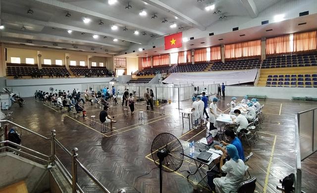 Hà Nội: Trưng dụng Nhà thi đấu Trịnh Hoài Đức thành tiểm tiêm vaccine phòng COVID-19 - Ảnh 13.
