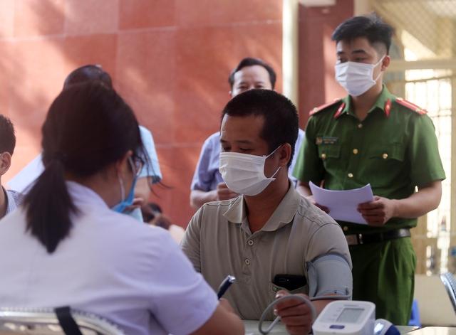 Hà Nội: Trưng dụng Nhà thi đấu Trịnh Hoài Đức thành tiểm tiêm vaccine phòng COVID-19 - Ảnh 3.