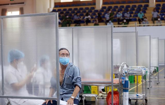 Hà Nội: Trưng dụng Nhà thi đấu Trịnh Hoài Đức thành tiểm tiêm vaccine phòng COVID-19 - Ảnh 9.