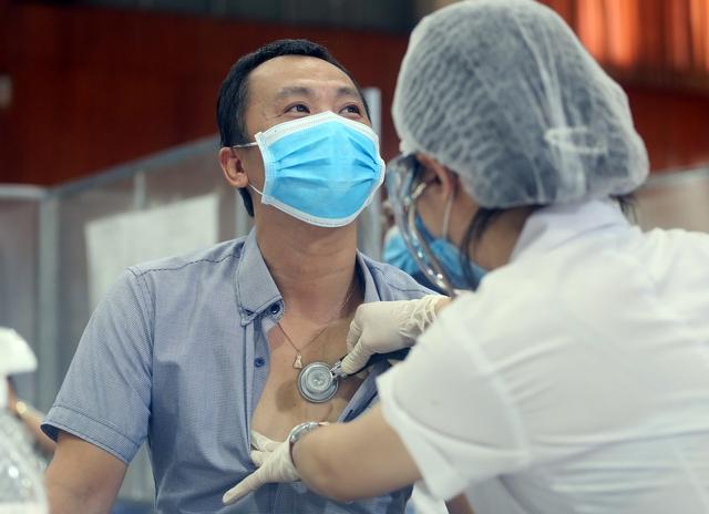 Hà Nội: Trưng dụng Nhà thi đấu Trịnh Hoài Đức thành tiểm tiêm vaccine phòng COVID-19 - Ảnh 4.
