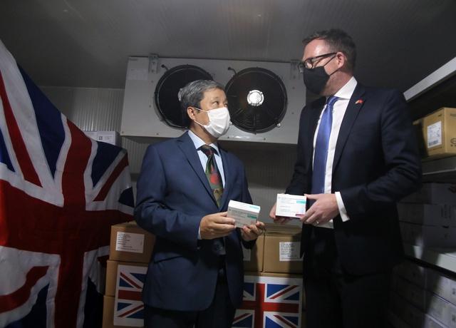 Tiếp nhận 415.000 liều vắc xin AstraZeneca từ Chính phủ Anh tặng - Ảnh 2.