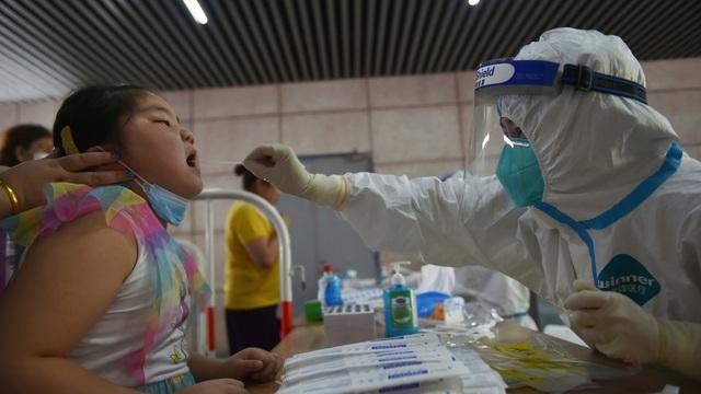 Lấy mẫu xét nghiệm COVID-19 lần 2 tại thành phố Nam Kinh, tỉnh Giang Tô, Trung Quốc ngày 2/8/2021