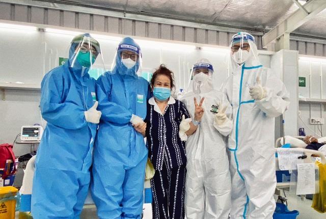 Thêm bệnh nhân COVID-19 ra viện, Trung tâm hồi sức tích cực BV Việt Đức hồi sinh thêm 1 sự sống - Ảnh 1.