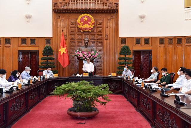 Thủ tướng phân công nhiệm vụ các thành viên Ban Chỉ đạo Quốc gia phòng, chống dịch COVID-19 - Ảnh 2.