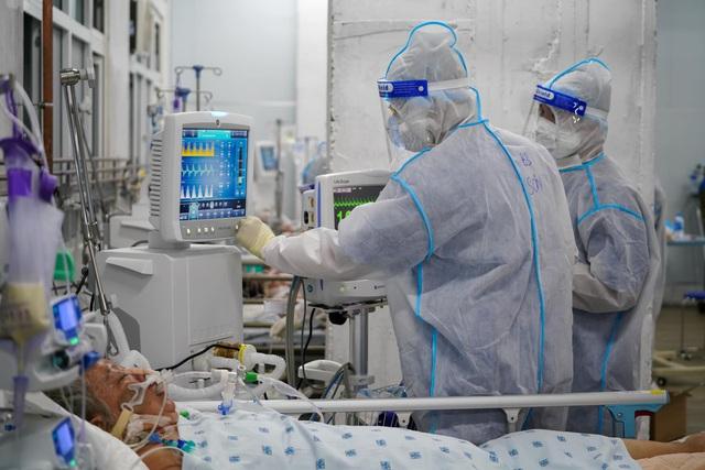 Bộ Y tế: Tăng cường các chính sách hỗ trợ lực lượng tuyến đầu tham gia phòng chống dịch COVID-19 - Ảnh 2.