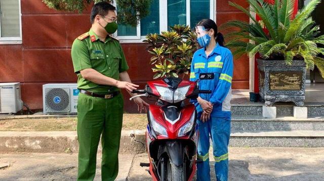 Nữ lao công bị cướp ở Hà Nội mất ăn mất ngủ vì được tặng… 4 xe máy - Ảnh 2.