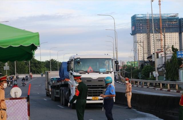 Đảm bảo thông suốt vận tải hàng hoá và an toàn phòng, chống dịch COVID-19 - Ảnh 1.