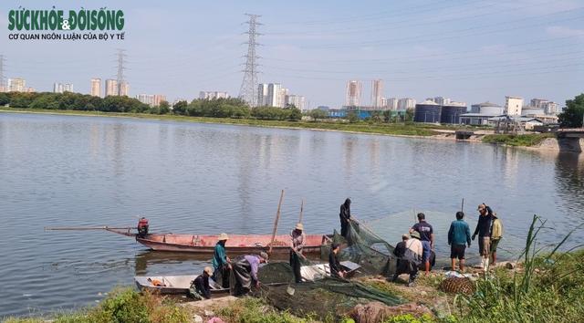 """Hàng chục người nhộn nhịp đánh bắt cá """"chui"""" ở Hà Nội, không ai bị xử phạt - Ảnh 5."""