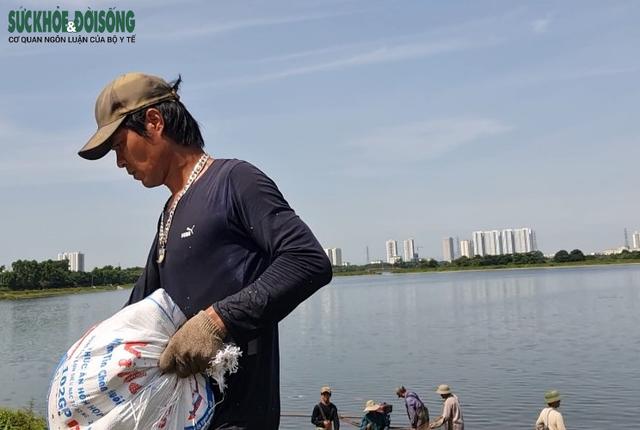 """Hàng chục người nhộn nhịp đánh bắt cá """"chui"""" ở Hà Nội, không ai bị xử phạt - Ảnh 6."""