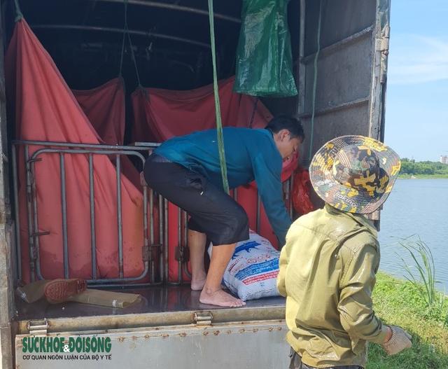 """Hàng chục người nhộn nhịp đánh bắt cá """"chui"""" ở Hà Nội, không ai bị xử phạt - Ảnh 8."""
