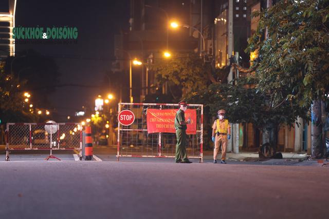 Nhiếp ảnh gia Hải An: Vượt rủi ro, sợ hãi kể chuyện bằng ảnh ở điểm nóng COVID-19 - Ảnh 5.