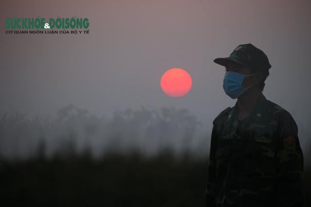 Nhiếp ảnh gia Hải An: Vượt rủi ro, sợ hãi kể chuyện bằng ảnh ở điểm nóng COVID-19 - Ảnh 9.