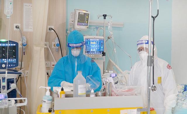 Y tế tư nhân tích cực nhập cuộc điều trị bênh nhân COVID-19 - Ảnh 3.