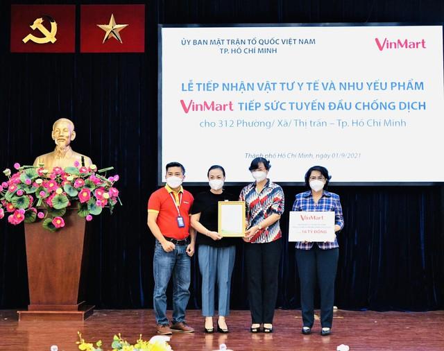 VinMart/VinMart+ tiếp sức tuyến đầu chống dịch tại TP. Hồ Chí Minh hàng chục ngàn vật tư y tế và nhu yếu phẩm   - Ảnh 1.