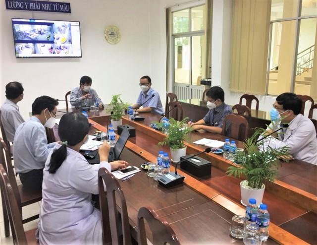 Nhóm điều trị họp giao ban và đề xuất phương án điều trị với Sở Y tế Bến Tre