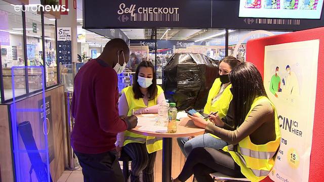 Khách đến một số siêu thị ở Bỉ có thể được tiêm ngay vaccine phòng COVID-19 nếu mong muốn.
