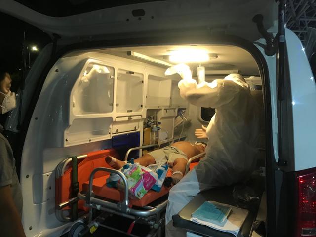 Sốc sốt xuất huyết nặng, bệnh nhi 6 tuổi được các bác sĩ cứu sống - Ảnh 1.