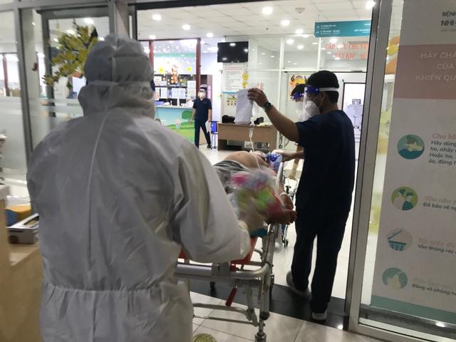 Sốc sốt xuất huyết nặng, bệnh nhi 6 tuổi được các bác sĩ cứu sống - Ảnh 2.
