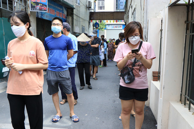 """Cán bộ y tế Bắc Giang làm việc xuyên đêm ở Hà Nội: """"Chúng tôi coi đây như sự tri ân"""" - Ảnh 2."""
