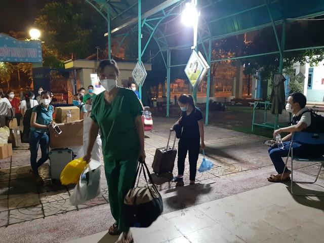 """Cán bộ y tế Bắc Giang làm việc xuyên đêm ở Hà Nội: """"Chúng tôi coi đây như sự tri ân"""" - Ảnh 7."""