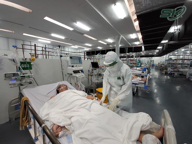 Bên trong khu điều trị hơn 300 bệnh nhân COVID-19 ở TP Hồ Chí Minh, người lo lắng tột cùng, người lại hạnh phúc đếm từng ngày khoảnh khắc được ra viện - Ảnh 2.