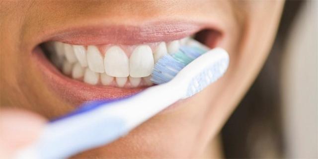 COVID-19 có thể gây ra những bất thường ở vùng miệng - Ảnh 3.