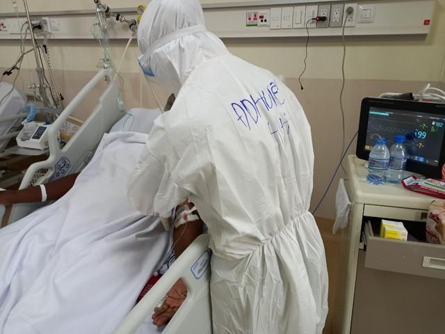 """Người nước ngoài mắc COVID-19 nặng: """"Y bác sĩ Việt Nam đã hồi sinh cuộc đời tôi"""" - Ảnh 5."""