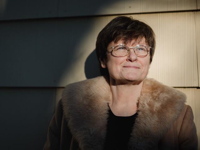 Nhà hóa sinh học Katalin Karikó đã góp phần mở đường để dẫn truyền mRNA (bản sao phân tử protein virus) vào tế bào để kích thích miễn dịch, giảm tác dụng phụ không mong muốn. Phát minh của bà mở đường cho vaccine COVID-19 công nghệ mRNA.
