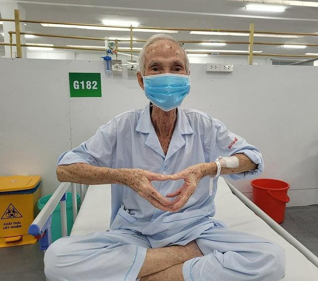 Niềm vui của những bệnh nhân COVID-19 nặng cai được máy thở - Ảnh 2.