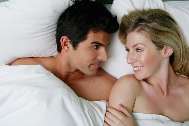 Quan hệ tình dục qua đường hậu môn gây ra những rủi ro nào? - Ảnh 2.