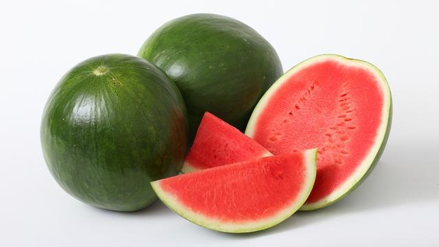 Sốt sau tiêm vaccine COVID - 19 có nên ăn dưa hấu để giải khát, bổ sung vitamin không? - Ảnh 2.