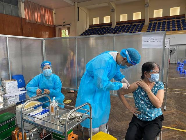 Gần 27,2 triệu liều vaccine COVID-19 đã được tiêm chủng tại Việt Nam - Ảnh 1.