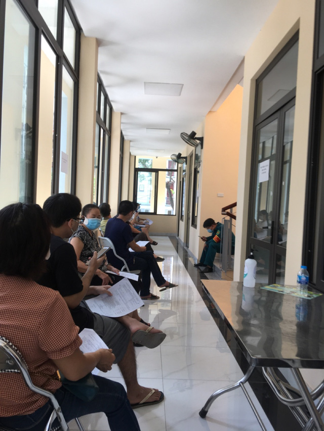 """Các quận huyện Hà Nội """"nước rút"""" tiêm vaccine COVID-19 - Ảnh 1."""