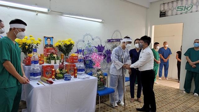 Thầy giáo trường y nén đau thương chịu tang mẹ nơi tuyến đầu chống dịch TP Hồ Chí Minh - Ảnh 2.