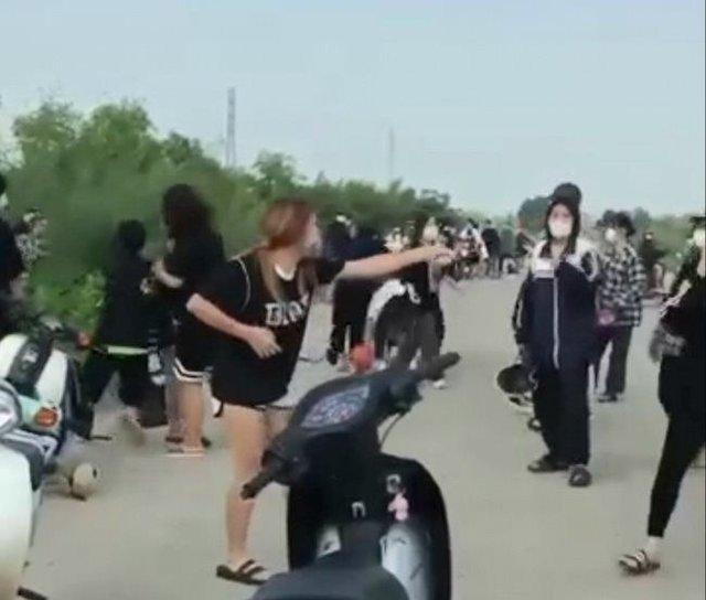 Công an thông tin vụ 50 nữ sinh dùng hung khí ẩu đả trên bờ đê - Ảnh 1.
