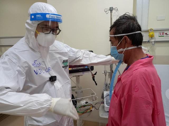 Cử nhân vật lý trị liệu thành F0 vẫn miệt mài hồi sinh nhịp thở cho bệnh nhân COVID-19 - Ảnh 2.