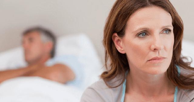 5 cách cải thiện giảm ham muốn tình dục ở phụ nữ mãn kinh - Ảnh 2.