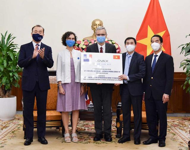 Việt Nam tiếp nhận thêm hơn 1,48 triệu liều vaccine COVID-19 AstraZeneca   - Ảnh 1.