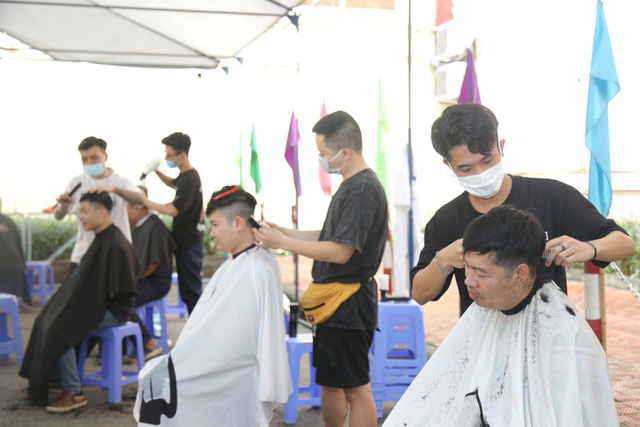 """Sáng 15/9, hơn 100 """"chiến sĩ"""" áo trắng Việt Đức vào TP HCM """"đảo quân"""" cho Trung tâm hồi sức tích cực COVID-19 - Ảnh 4."""